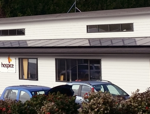 Winston Peters Switches On Hospice Mid-Northland's Solar Power System