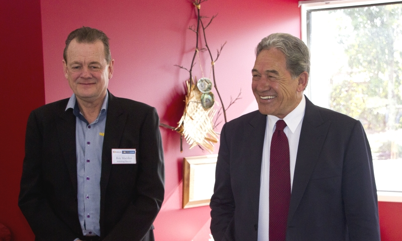 Rt Hon Winston Peters switching on Hospice Mid-Northland solar power stage 1